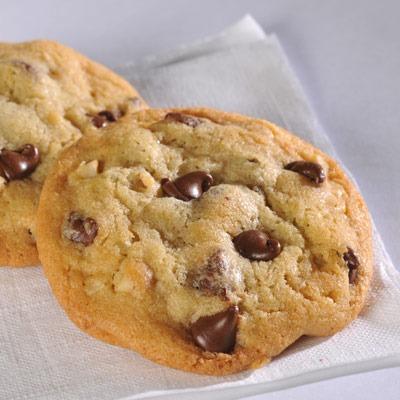 Nestle Toll House Chocolate Chips Cookies via Very Best Baking - Wedding Belles Blog